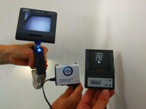 na zdjęciu znajduje się wideolaryngoskop