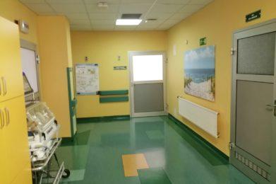 korytarz - żółte ściany, drzwi
